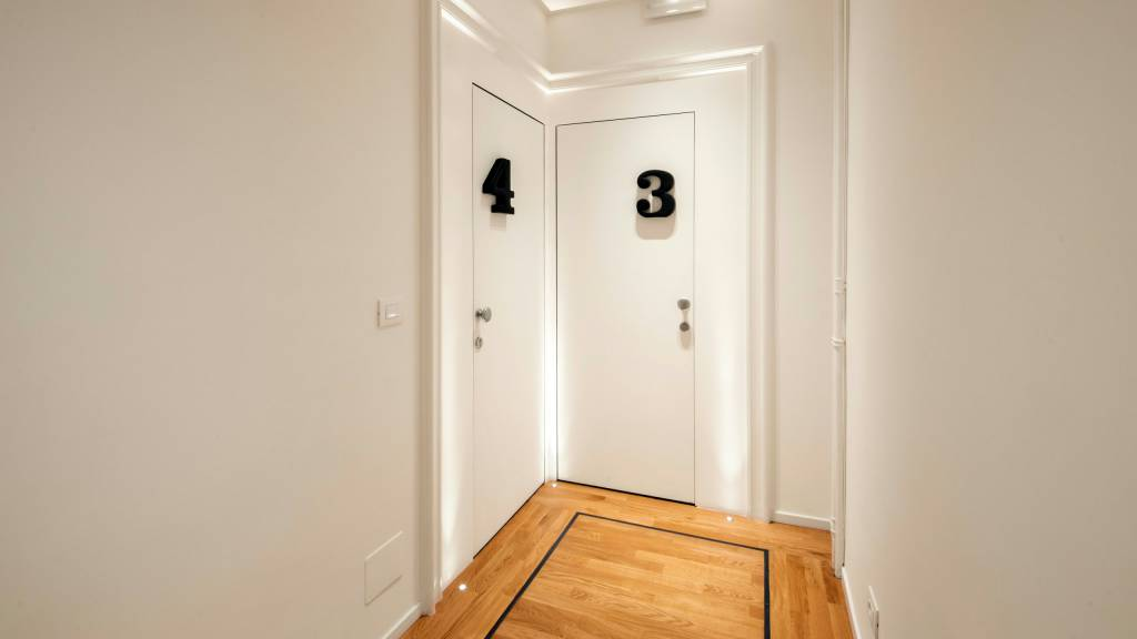 Belli-36-Rooms-Roma-hallway-2