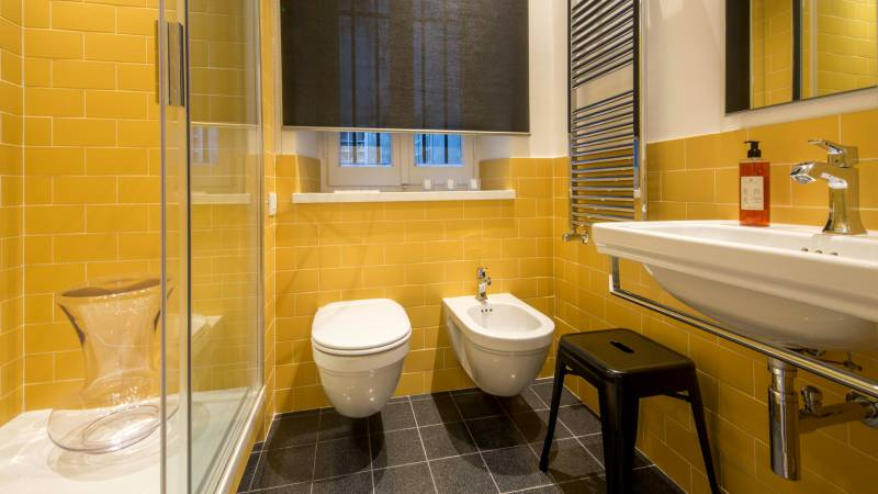Belli-36-Rooms-Roma-bathroom