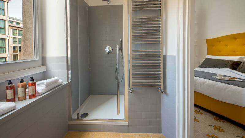 Belli-36-Rooms-Roma-bathroom-shower