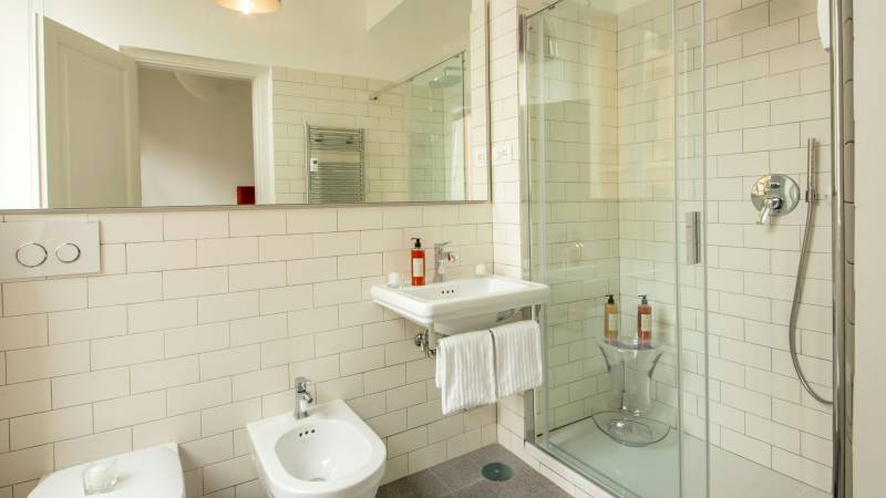Belli-36-Rooms-Roma-bathroom-shower-1